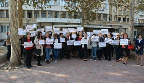 Žene Pokreta socijalista protestuju protiv Veselinovića 13