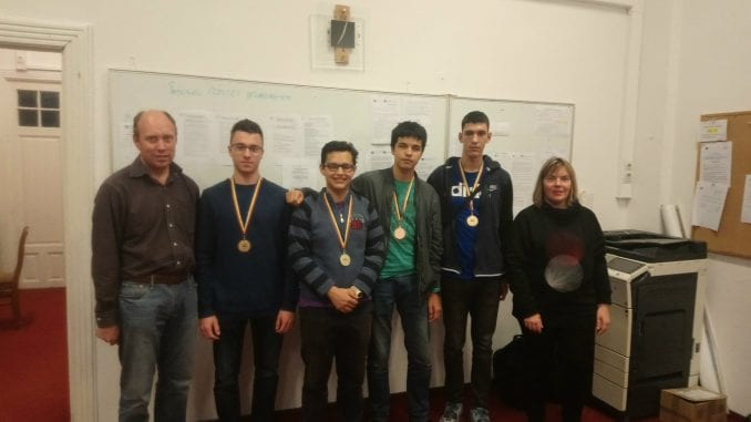 Medalje za srpske učenike na takmičenju iz informatike 4