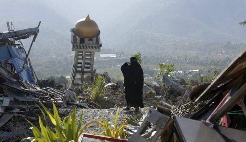Pronađeno 1.944 žrtava zemljotresa u Indoneziji 9