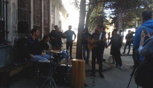Social Cafe bend nastupio u Prihvatnom centru u Obrenovcu 3