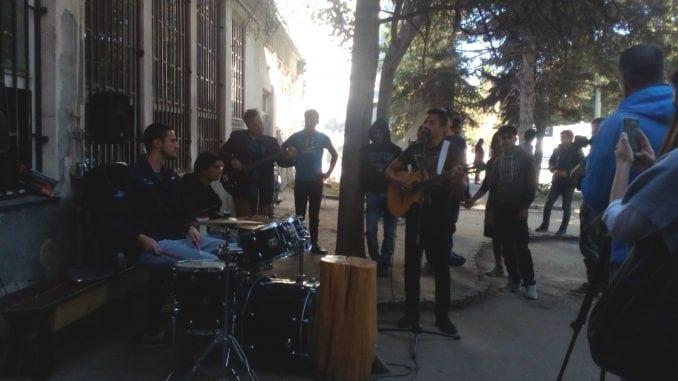 Social Cafe bend nastupio u Prihvatnom centru u Obrenovcu 1