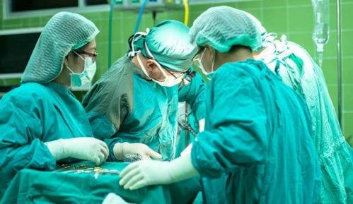 Muškarci najčešće operišu kapke, a žene oblikuju telo 10