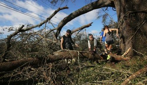 Najmanje 17 mrtvih u naletu uragana Majkl 7