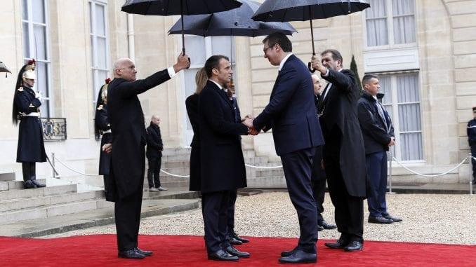 Francuzi jasno pokazali da podržavaju Tačija 1
