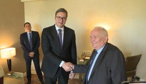 """Vučić ubeđuje Dola da """"umekša"""" stav Merkelove 12"""