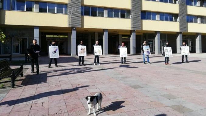 """Izložba """"Karikaturom protiv diktature"""" na zubatom kraljevačkom suncu 2"""