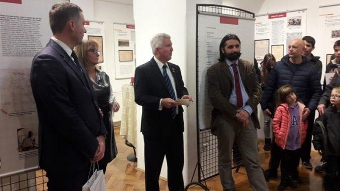 Američki ambasador otvorio izložbu u KC Šabac 1