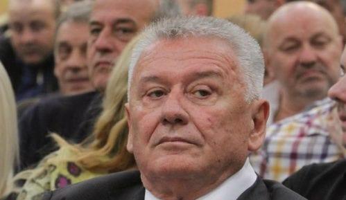 NS: Velimiru Iliću došla policija na vrata jer ga je izvršitelj prijavio 7