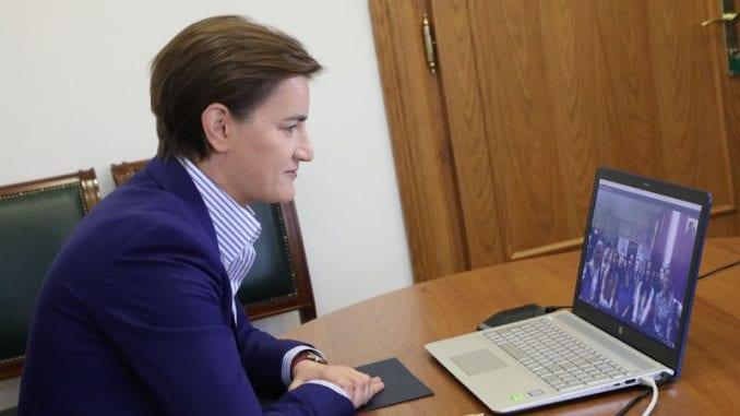 """Skajp čas premijerke sa učenicima škole """"Petro Kuzmjak 3"""