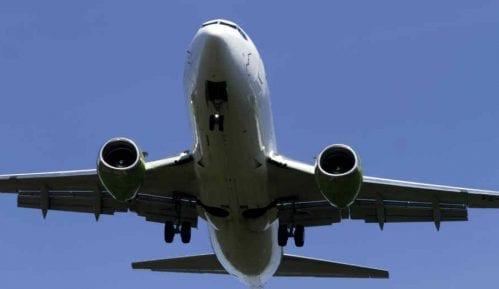 Avion morao da se okrene, putnica zaboravila bebu na aerodromu 14