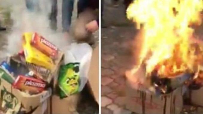 Kosovska policija uhapsila građane koji su palili srpske proizvode u Prištini 1