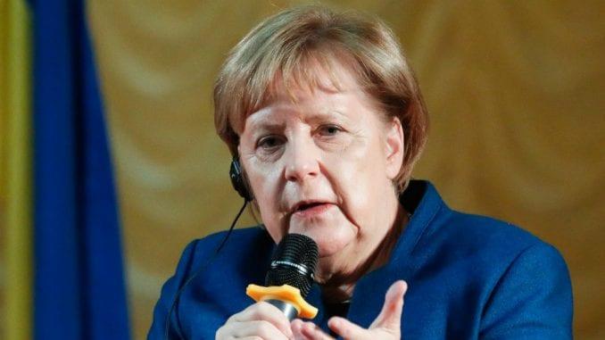 Merkelova zabrinuta zbog rasprave o granicama Kosova i Srbije 1