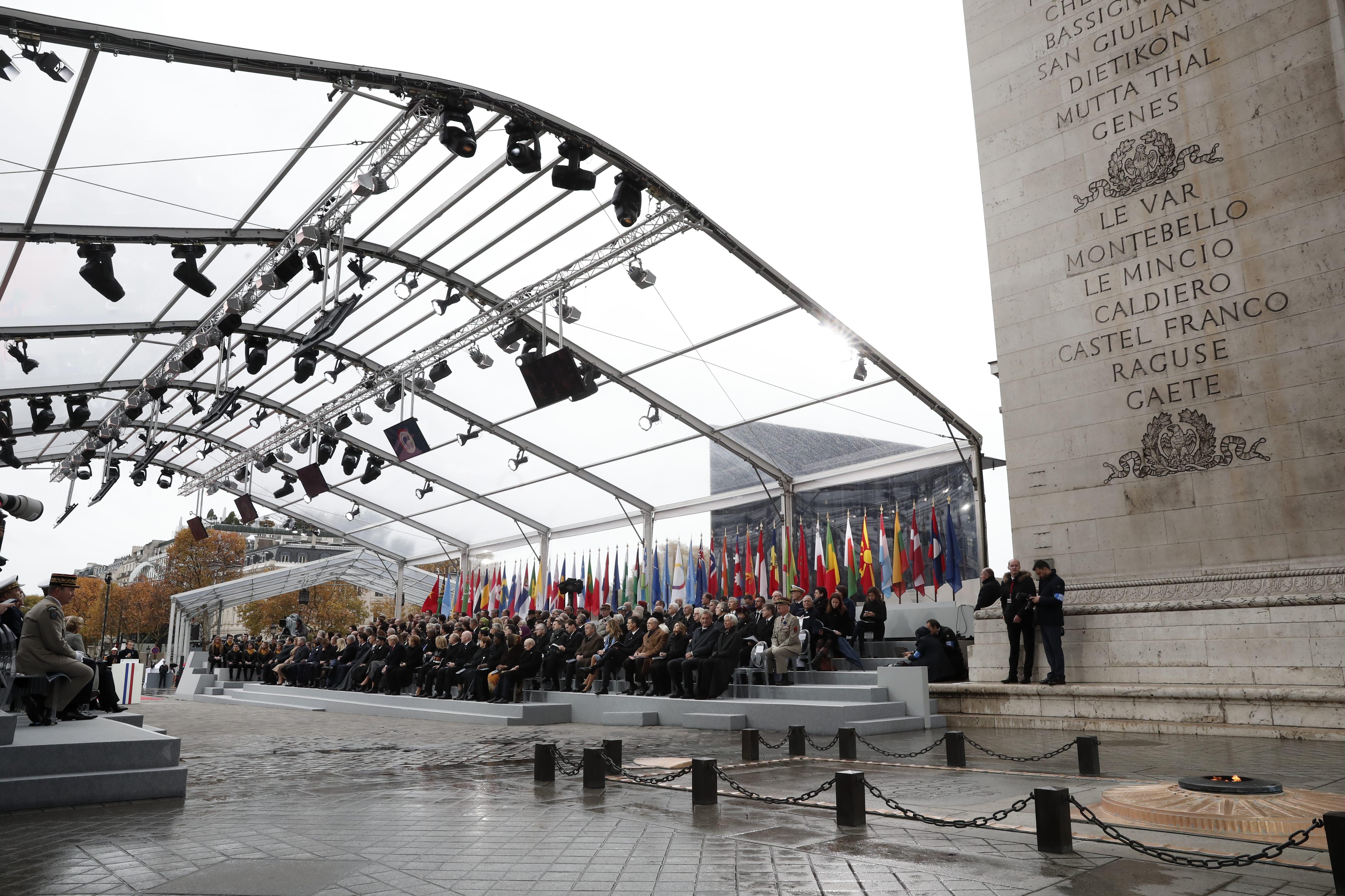 Makron: Evropa se umalo samouništila upaklu koji je progutao vojnike (FOTO) 2