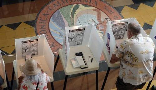 U SAD već glasalo četiri miliona birača 2