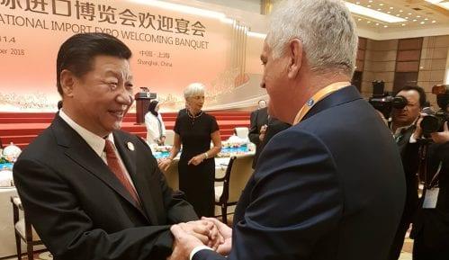 Si Đinping ugostio Nikolića na Sajmu uvoza u Šangaju 8