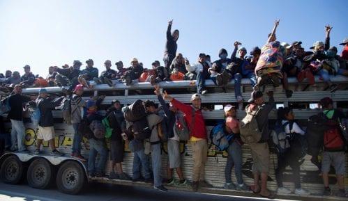 Američka vojska postavila bodljikavu žicu na granici sa Meksikom 6