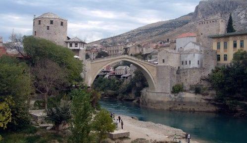 Stari most u Mostaru osvetljen za jubilej 10