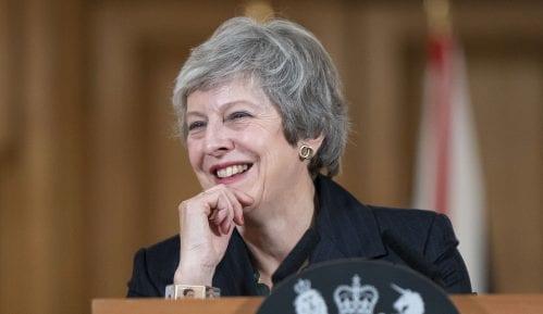 """Britanska premijerka smenila ministra odbrane zbog """"gubitka poverenja"""" 4"""