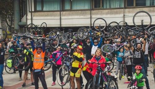 Performans biciklista zbog izjava da im nisu potrebne pare za prevoz 5