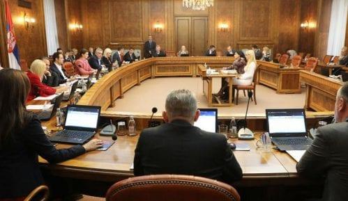 Vlada: Produžena zabrana zapošljavanja 14