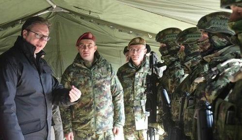 Vučić obišao vojnike na nepoznatoj lokaciji 1