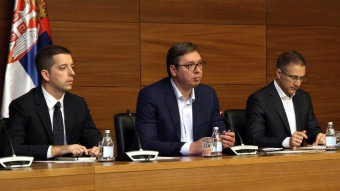 Vučić: Od sutra Žandarmerija i  posebne jedinice policije u Šidu posle upada migranata u kuće 4