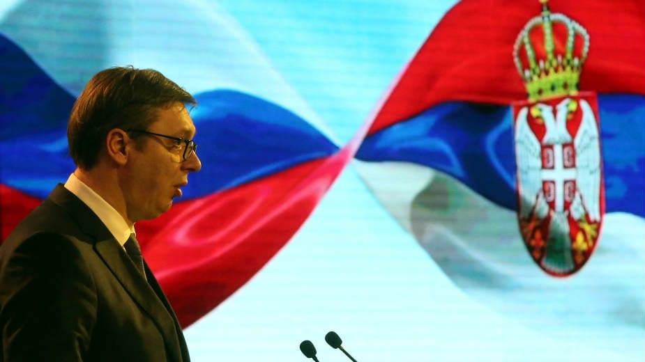 Vučić brani trgovinu s medijima i napada Danas 1
