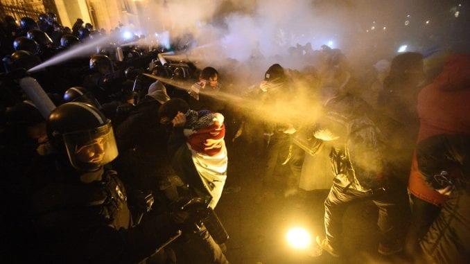 """Hiljade Mađara izašlo na ulice Budimpešte, protesti protiv """"zakona o ropstvu"""" 1"""
