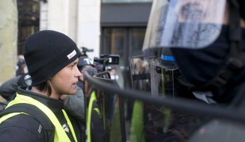 Policajcima na protestima Žutih prsluka nagrada od 300 evra 15