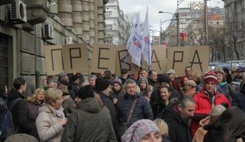 Mlak odziv prosvetara na protestu ispred Vlade Srbije 12
