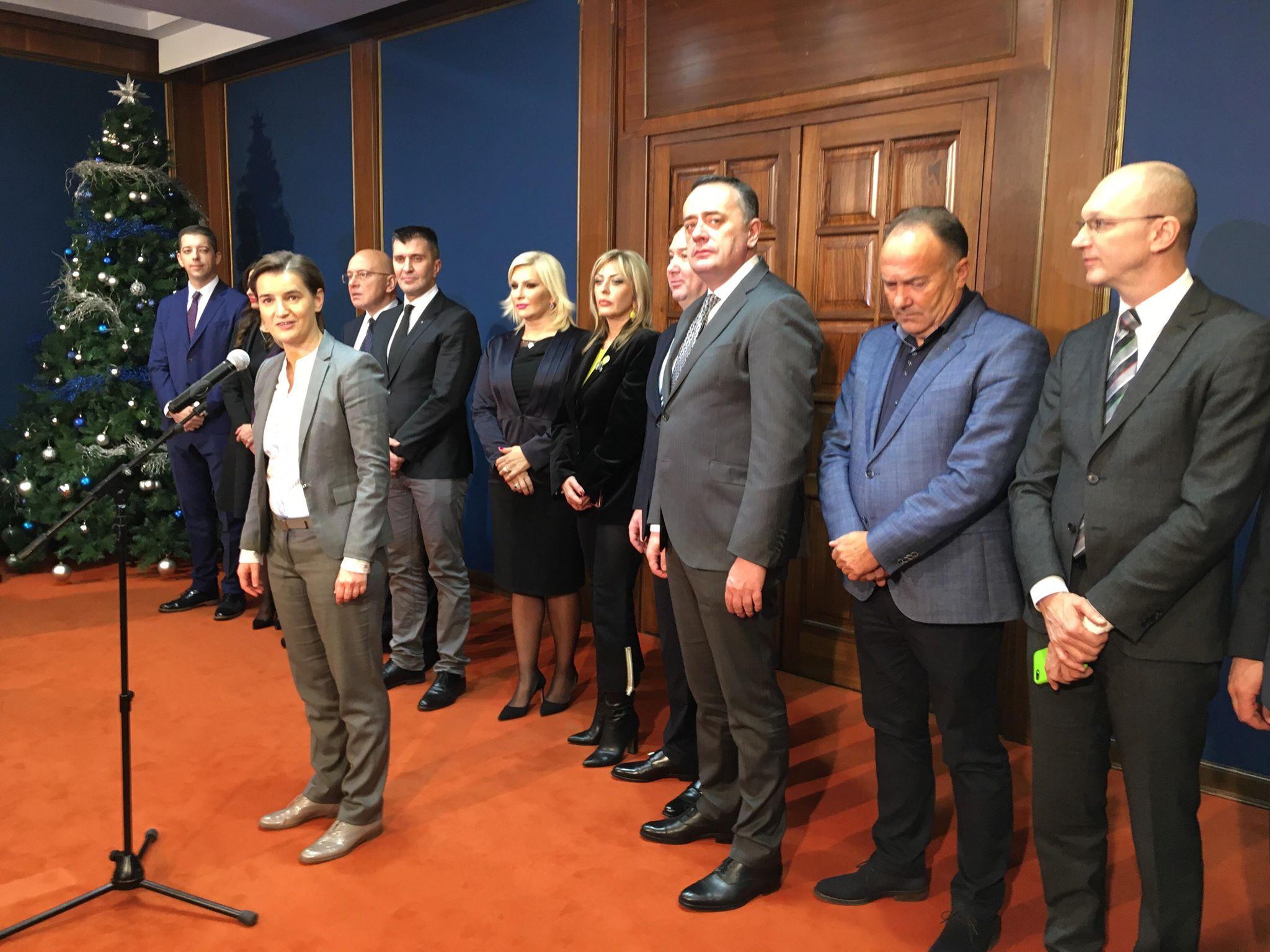 Urednici Danasa poklonili premijerki i ministrima Koraksove kalendare 2