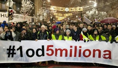 "Milan Jovanović i Dušan Petričić večeras na protestu ""1 od 5 miliona"" 12"