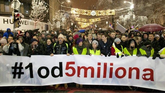 "Milan Jovanović i Dušan Petričić večeras na protestu ""1 od 5 miliona"" 1"