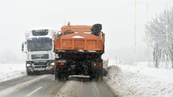AMSS: Sneg i led otežavaju saobraćaj 1