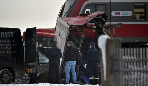 Mediji: U sudaru voza i automobila poginulo dvoje 10