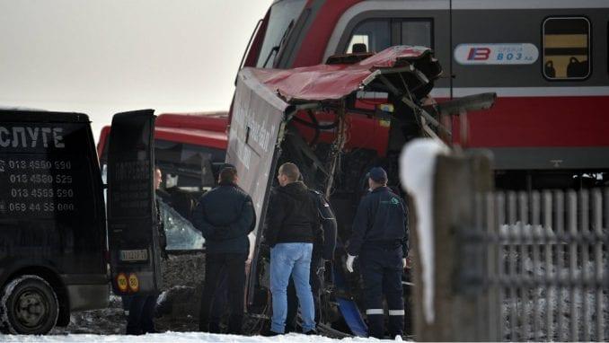 Mediji: U sudaru voza i automobila poginulo dvoje 3