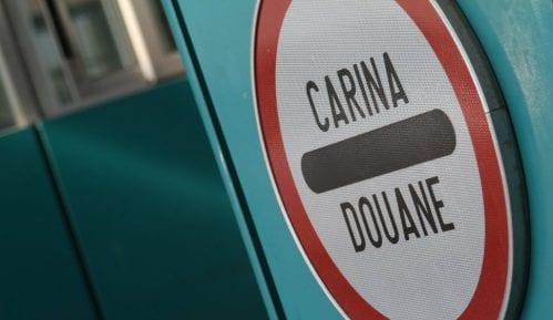 Carinici otkrili 82 hiljade neprijavljenih evra u prtljagu putnika jednog kombija 1