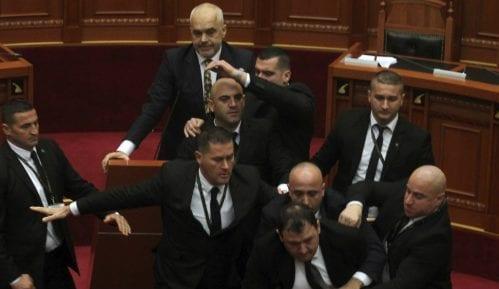 Albanska opozicija gađala jajima Edija Ramu 3