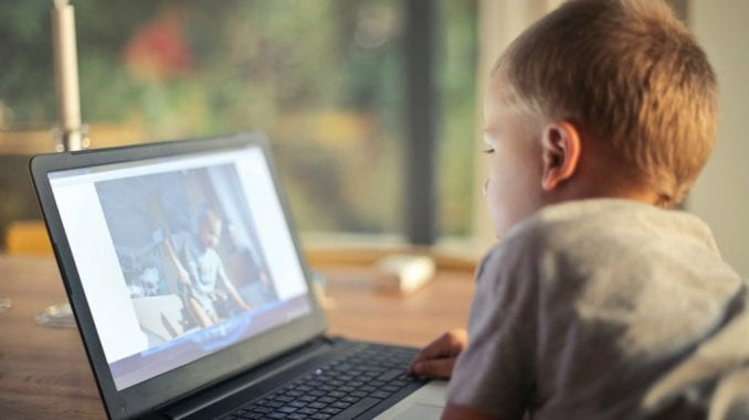 Deca već od treće i četvrte godine na internetu 1