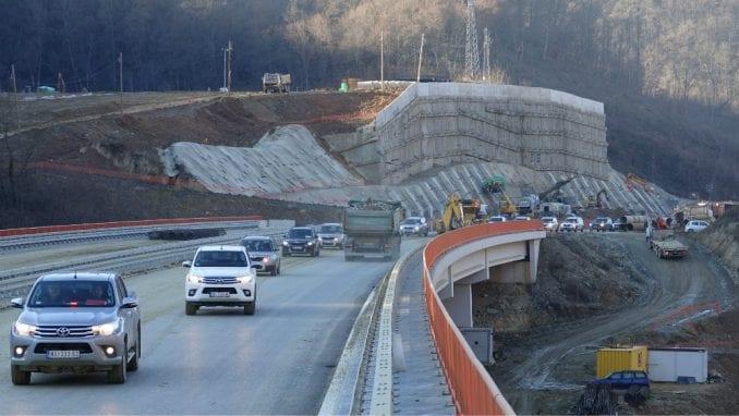 Koridori Srbije: Pojavile se naprsline na novoizgrađenoj deonici autoputa kroz Grdeličku klisuru 2