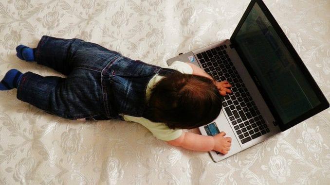 Gledanje u ekrane kompjutera i telefona menja strukturu mozga kod dece 1