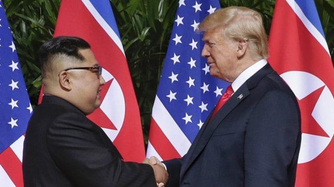 Tramp sprema susret sa Kimom 1