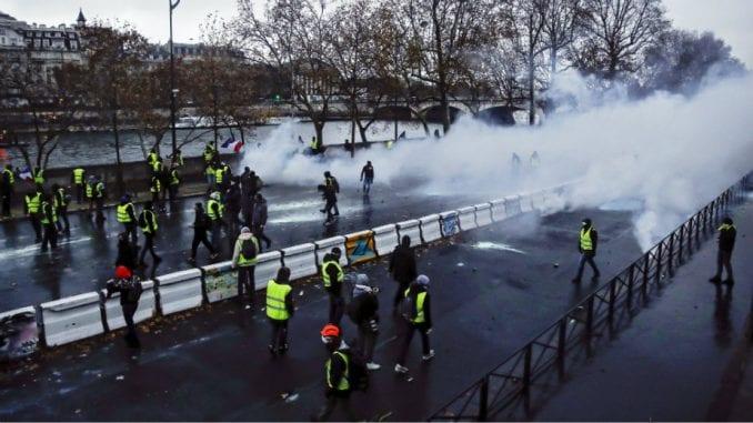 """Protest """"žutih prsluka"""" i u Holandiji, zatvoren parlament 1"""