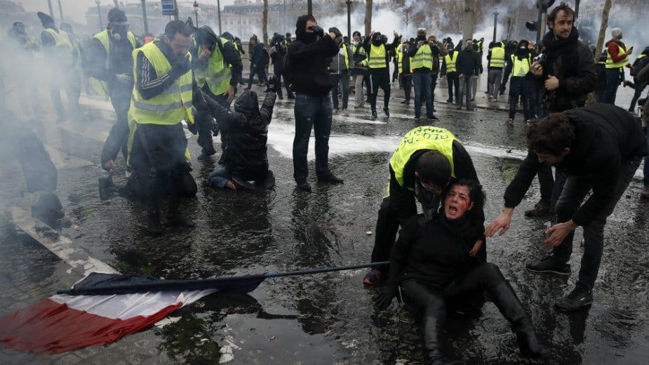 I danas neredi u Parizu - uvodi se vanredno stanje? 1