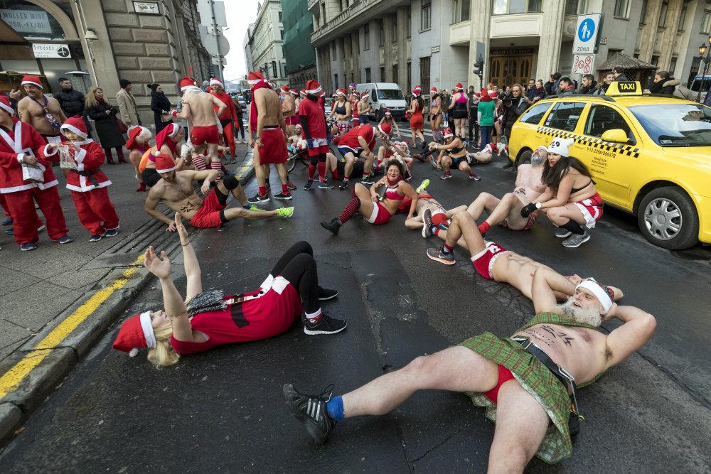 Trke Deda Mrazova u više zemalja sveta (FOTO) 2
