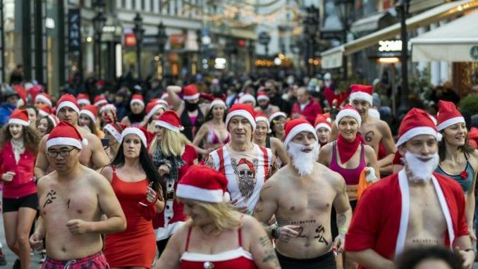 Trke Deda Mrazova u više zemalja sveta (FOTO) 1