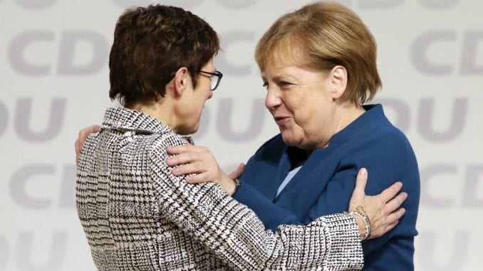 Štićenica Angele Merkel imenovana za novu ministarku odbrane Nemačke 2