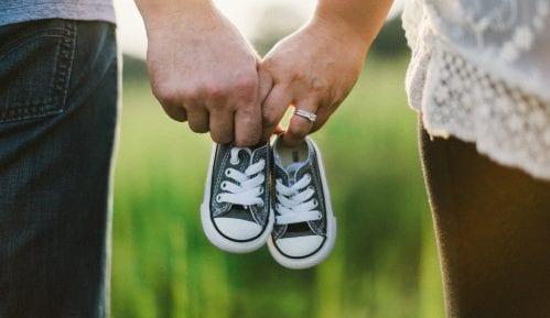 Dete kojem su oba roditelja smrtno stradala dobilo usvojitelje 5