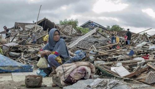 Broj žrtava cunamija u Indoneziji porastao na 429 10