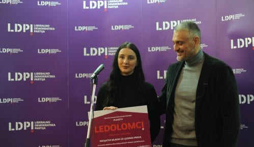 """Jovanović uručio """"Ledolomca"""" Inicijativi mladih za ljudska prava 7"""